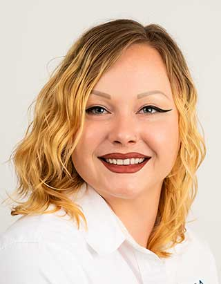 Toni Bensinger Licensed Real Estate Associate for Calesa Township Ocala, FL